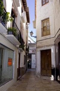 calle Trillo, antesala puerta principal Plaza de Abastos. foto Susanadebriñas