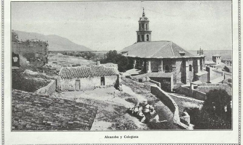 Imagen de 1920 que presenta el conjunto de la Alcazaba sobre La Colegiata de Ntra Sra de La Mayor