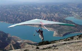 ALA DELTA sobrevuela sobre las aguas del Negratín En el Altiplano de Granada que pretende ser sede de Campeonatos Internacionales